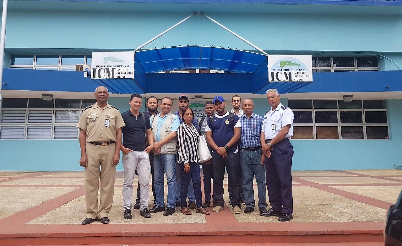 Estudiantes de la Universidad  Autónoma de Santo Domingo visitando las instalaciones del ICM