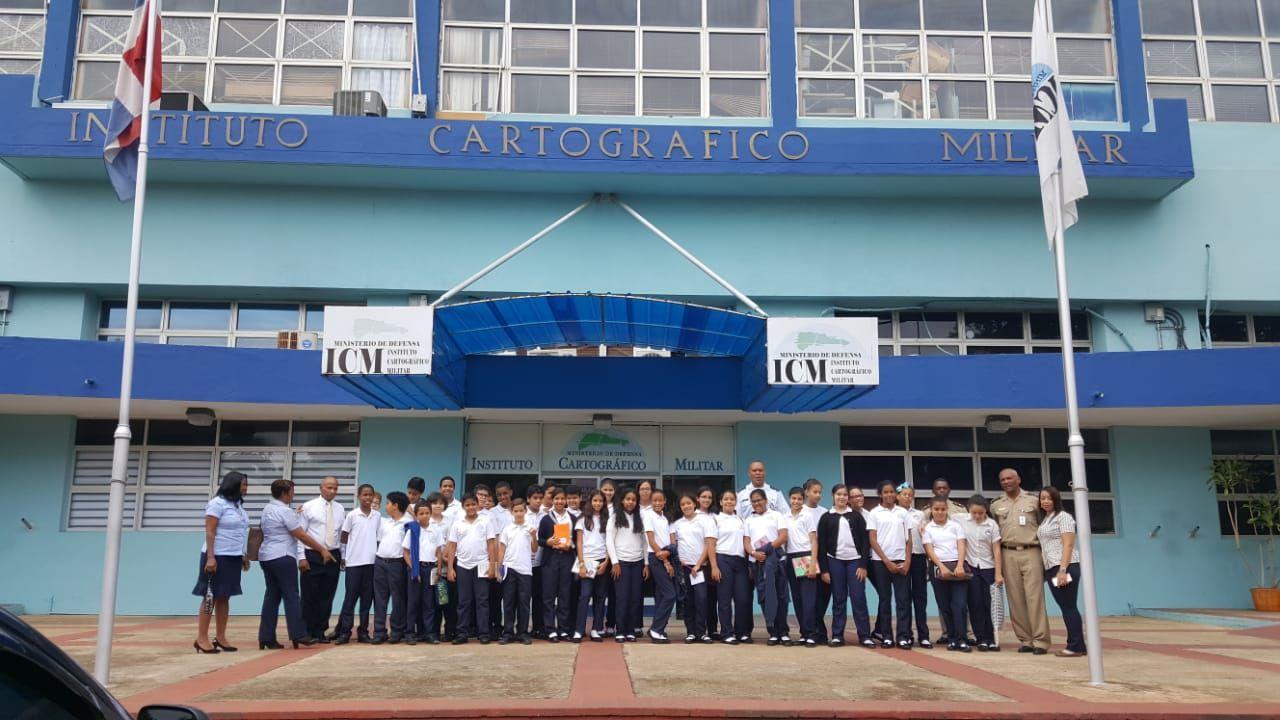 Estudiantes de secundaria del Colegio CUDENI en una visita educativa a las instalaciones del ICM